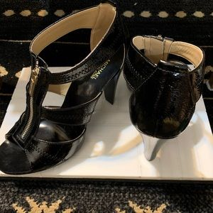 MICHAEK KORS NWT patent leather strapped heels